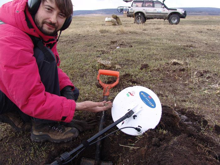 Металлодетекторы действуют на ограниченной глубине обнаружения (30-40 см.). А вообще поиски - это...
